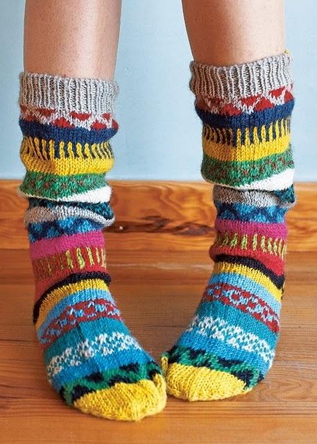 Wow, deze sokken wil ik echt heel graag een keertje maken. Nu nog op zoek naar sokkenwol in deze kleuren! Tof!