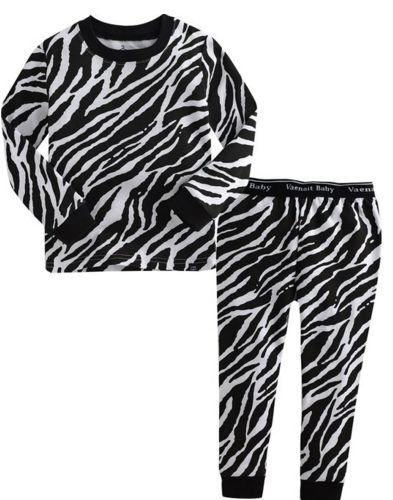 ZEBRA   JONGENS PYJAMA   MAAT 80-110  LICHT BLAUW   €17.95   Stoere, hippe jongenspyjama gemaakt van 100% katoen. De pyjama is een tweedelige set waarvan de broek voorzien is met een elastische band. De zachte stof is rekbaar, ademt goed door en is van hoge kwaliteit. ♦ Wassen op 30 graden, om de kwaliteit van de pyjama zo goed mogelijk te behouden, liever niet in de droger Materiaal: 100% katoen #jongenspyjama #pyjama #babypyjama #boysonly #stoerepyjama
