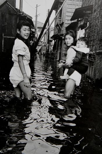 """Footing in a district at sea-level. Ojima, Tokyo"" photography by Shigeichi Nagano 1959"