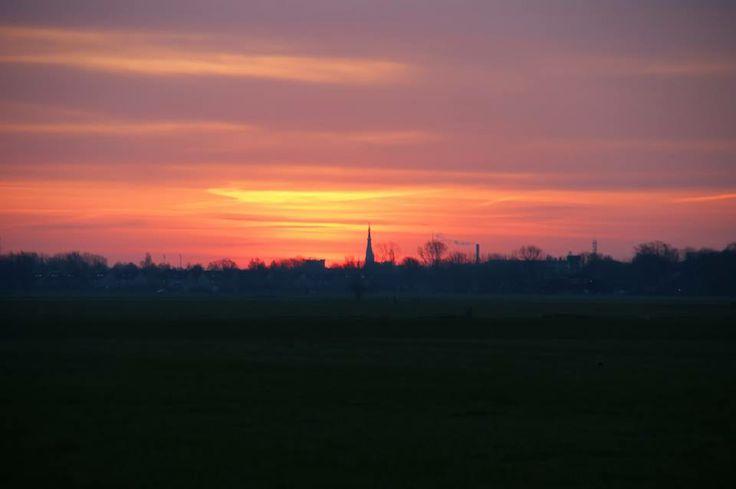 De skyline van Leeuwarden op dinsdagmorgen 25-02-2014 vanaf Marssum