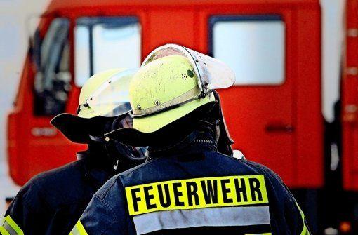Brände, Verletzungen durch Feuerwerkskörper oder die Auswirkungen von zu viel Alkohol - Polizei, Rettungsdienst und Feuerwehr waren in der Silvesternacht in Stuttgart fast pausenlos im Einsatz.