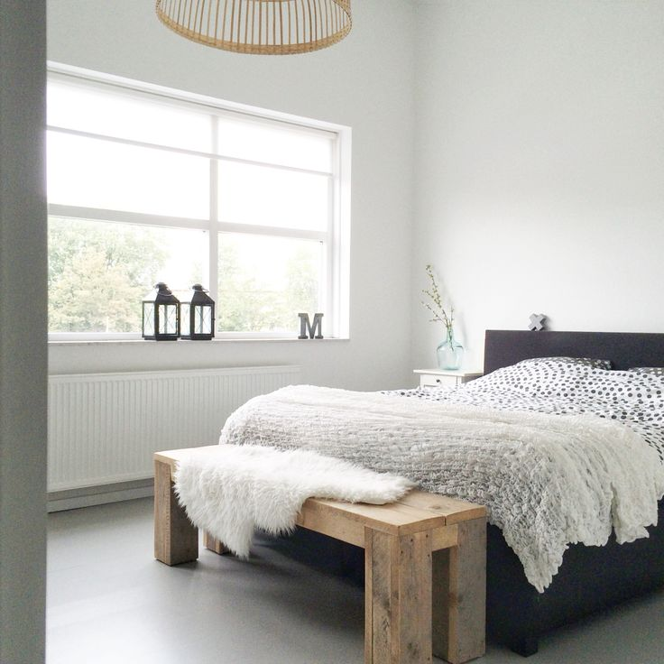 Bedroom grey white wood. Slaapkamer wit grijs hout.