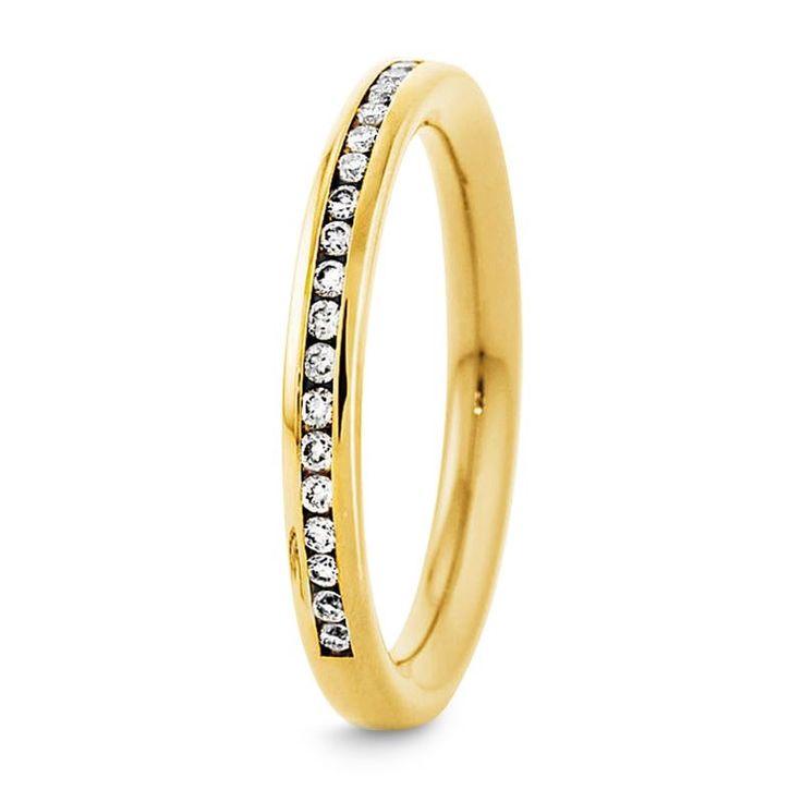Klassischer, schmaler Diamantring in Gelbgold 2,5 mm breit, 24 Diamanten/Brillantschliff, gesamt 0,17 ct. Tw/si
