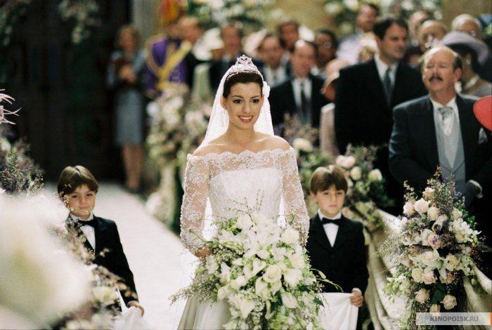 Самые красивые свадебные платья в кино: «Дневники принцессы-2»  В российском прокате фильм прошел под названием «Дневники принцессы-2: как стать королевой». В оригинале же название фильма