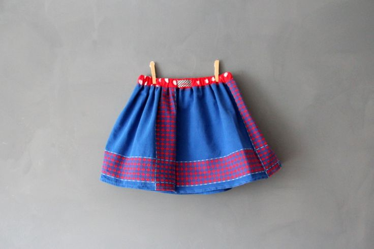 Upcycled old table cloth into a child's skirt: Tables Clothing, Child Skirts, Aus Tischdecke, Altered Tischdecke, Aus Altered, Diy Clothing, Sewing Ideas, Kids Skirts, Children Skirts