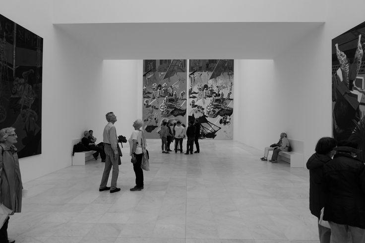 Mit dem Museum hat der Düsseldorfer Kunstsammler Karl-Heinrich Müller einen einzigartigen Kunstraum geschaffen, der sich über insgesamt fünfzig Hektar der Stadt Neuss erstreckt und dessen Ausstellungspavillons im Dialog mit der sie umgebenden Natur stehen.
