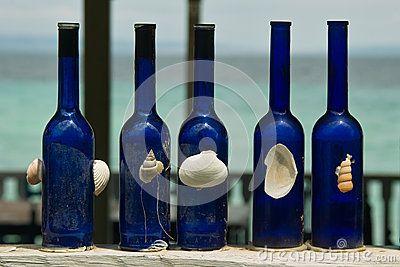 Blauwe decoratieve flessen