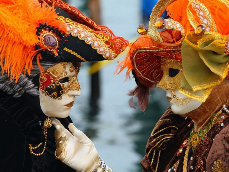 Venice_Carnival_-_Masked_Lovers_2010-e1452868646844.jpg (798×600)