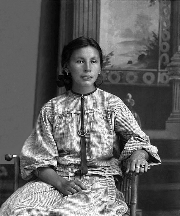 Beautiful young Winnebago woman Florence White Mann (NaNaZoGaeWinKah) from Nebraska and married to John Mann II, who is listed on the Wisconsin tribal rolls. Florence had a good knowledge of Ho-Chunk medicine as did her son Ralph Mann. Photo: ca. 1905.