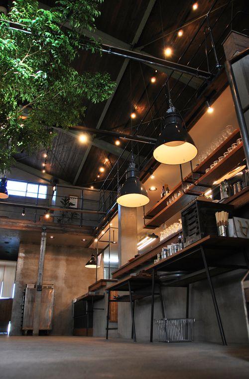 明日、9月28日、浜松市天王町にカフェがオープンします。 hiroプロデュース! 古い倉庫を改装デザインしたその名もcafe socoです。  客...
