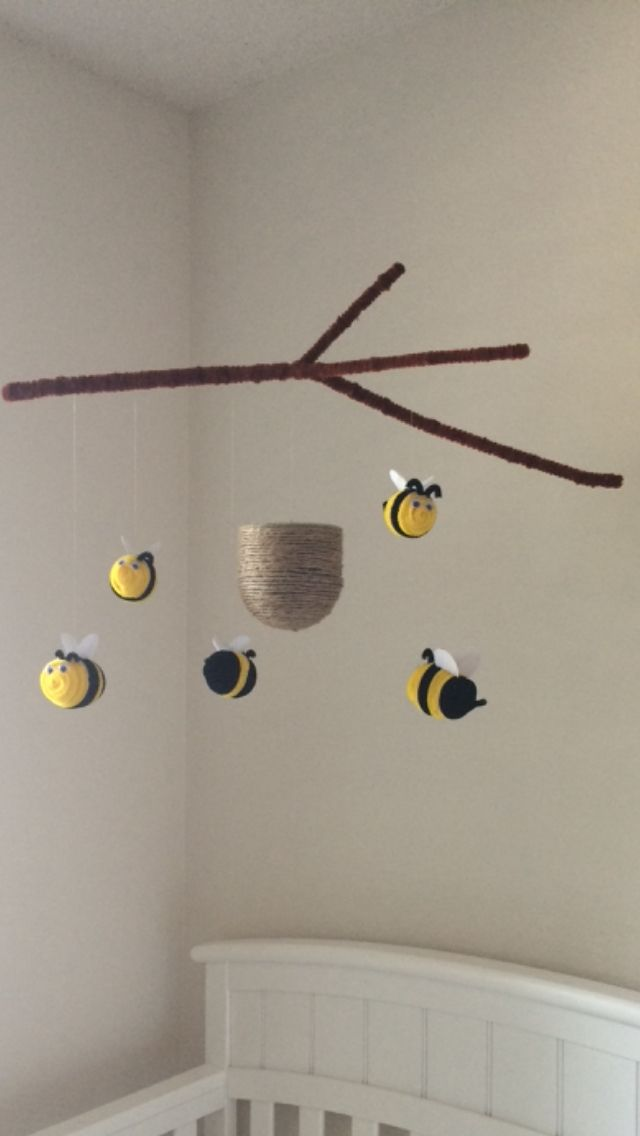 DIY bumble bee nursery mobile from pipe cleaners.