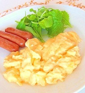 「ホテルの朝食みたいな◆スクランブルエッグ◆」ホテルの朝ごはん大好き(´∀`)ノ いつも朝ごはん食べないけど、ホテルの朝食は限界まで食べます。【楽天レシピ】