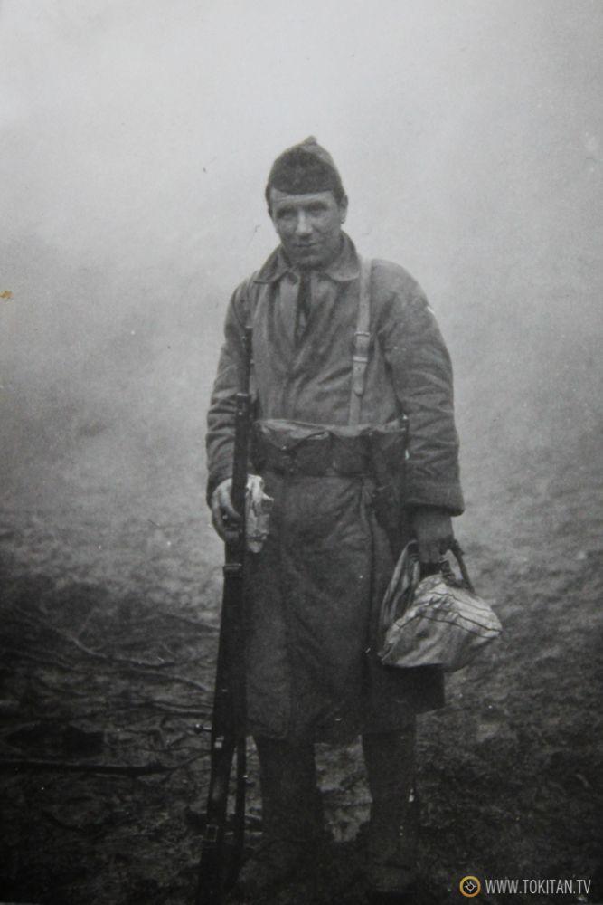 Soldado del Batallon Kirikiño en el frente de los Intxortas 1936 Miguel Cañizal http://tokitan.tv/un-robert-capa-en-mi-familia-fotos-ineditas-guerra-civil