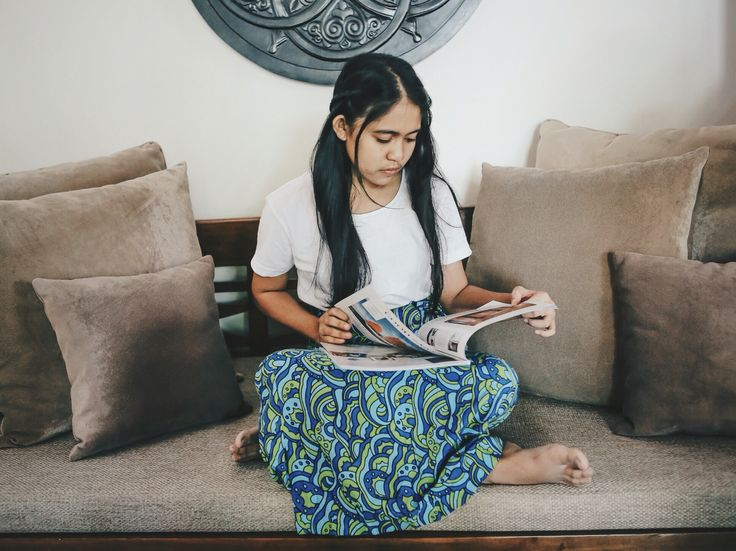 Bali's all about that relaxing, where time stops still and the world is beautiful surrounded by blue skies and green trees. Just like the colour of @loveourearthbali 's beachwear/towel. This is Devi during her photoshoot at our comfortable daybed within the villa which makes her feel at Home  . #Bali2016 #AwartaXLoveourearth #charity #volunteer #travel #paradise #luxury #thebalibible #thebaliguideline #igtravel #blogger #beautifuldestinations #globetrotter #wanderlust #getaway