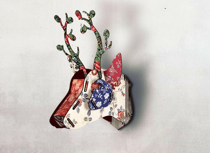 Petit Trophée de Cerf en kit en bois imprimé chez Miho. Des objets poétiques et fantaisistes pour orner vos murs.