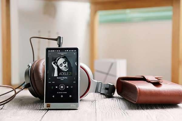 Audiophile-Approved MP3 Players. The HiBy R6 Android hifi music player is capable of playing a variety of Hi-Res audio formats, headphones or via a wireless speaker. Provide 12 hours of battery life along with a crisp 4.2 inch touchscreen display for easy navigation.