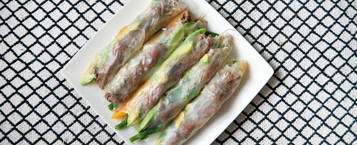 Gewoon wat een studentje 's avonds eet: Springrolls met biefstuk, mango, avocado, boontjes, rijst en taugé