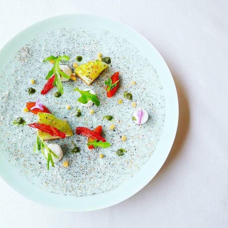 Tomate / burrata révisitée par le chef Julien Gatillon chef du 1920 @domainedumontdarbois.
