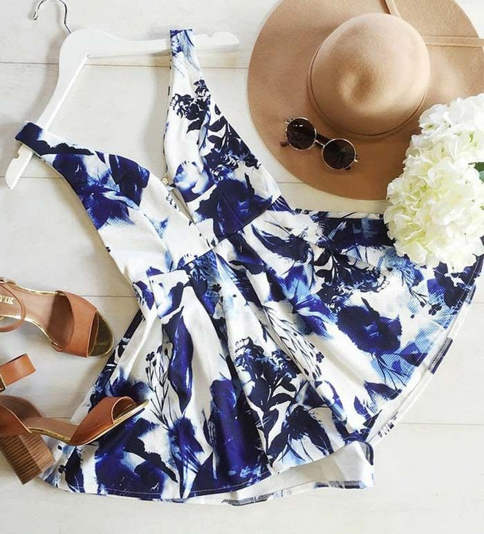 Looking for effortless romance? This floral print V neck cami dress is exactly the piece you've been looking for.Discover your fashion style at OASAP with amazing prices!