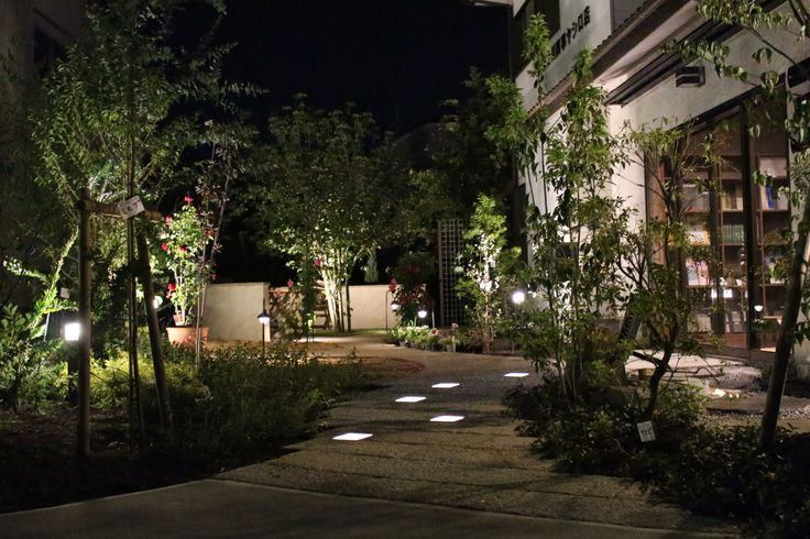 幻想的な夜の空間を演出 #lightingmeister #pinterest #gardenlighting #outdoorlighting #exterior #garden #light #house #home #modern #stylish #entrance #lightup #モダン #エクステリア #スタイリッシュ #外構 #玄関 #ライトアップ #家 #自然 #庭 #幻想的 #小路 #やすらぎ #くつろぎ Instagram https://www.instagram.com/lightingmeister/ Facebook https://www.facebook.com/LightingMeister/