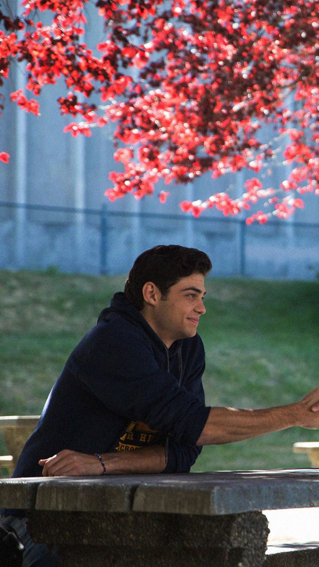 To All The Boys I Ve Loved Before Lara Jean Couple Wallpaper Boys