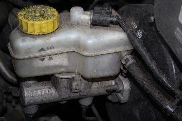 Kontrola i wymiana płynu hamulcowego. Nie wiesz jak to zrobić? Sprawdź na: http://www.iparts.pl/artykuly/kontrola-i-wymiana-plynu-hamulcowego,58.html