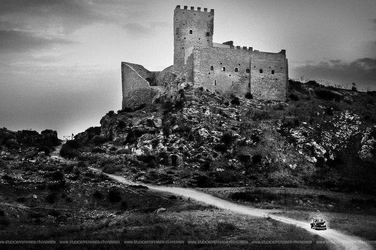Among the many castles Chiaramontani in Sicily, one of Palma di Montechiaro is the only built up on a rocky cliff overlooking the sea; He gave me the inspiration for this beautiful picture