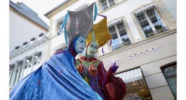 Streeta(rt)nimation les 13 et 14 Août au #Luxembourg - Découvrez plus de 60 spectacles de rue qui vous emmèneront dans le monde du fantastique, du comique et de la poésie.   Plus d'info sur www.hotel-ibis-luxembourg.com/fr/informations/actualites/138-street-a-rt-nimation.html