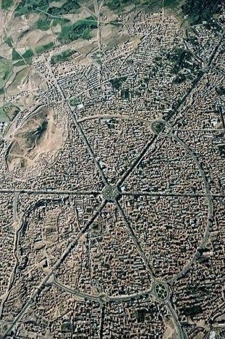 La ciudad de Hamadan, Irán 1976 - Persia desde arriba