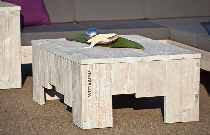 Klein und kompakt passt dieser Lounge Tisch optimal vor und neben unsere Sofas und Sessel. Schaffen Sie sich Ihre ganz persönliche Sitz- und Liegelandschaft und sorgen Sie zudem für genügend Platz, um viele Dinge bequem abstellen zu können.