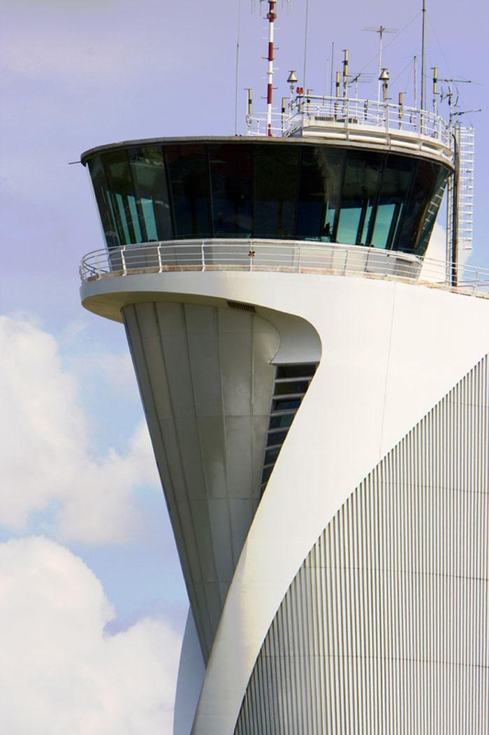 Aeropuerto de Bilbao, Torre de Control