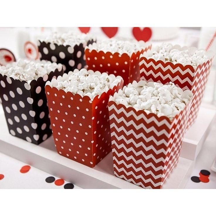 Popcorn bakjes rood en zwart 6 stuks. Popcorn/snoep bakjes van verschillende rode en zwarte ontwerpen. Afmetingen: ongeveer 7,6 x 7,6 x 12,6 cm. Verpakking: 6 stuks