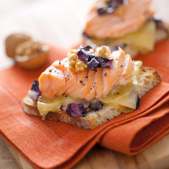 Crostoni con salmone e radicchio   Rio Mare