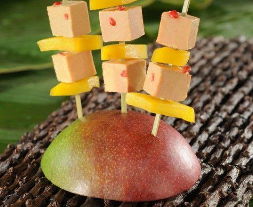 Brochettes de #foiegras d'oie à la #mangue et baies roses... Pour un apéritif (très) exotique !   #Recette et #astuces sur www.feyel.com