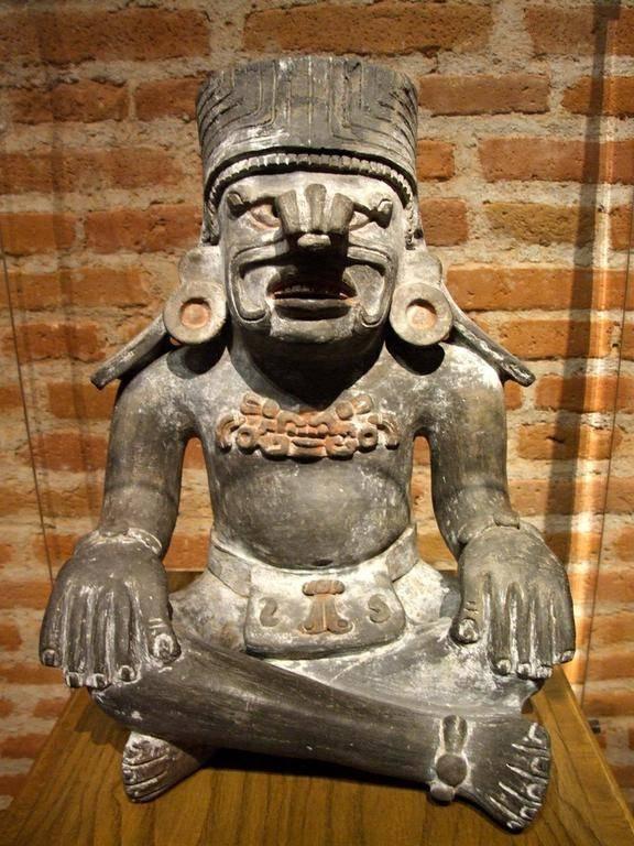 Otra escultura de Pitao Cozobi,Señor del Maiz,cultura zapoteca