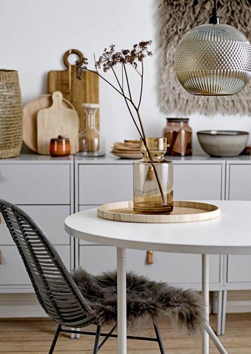 Lammfell Sitzkissen brown #gemütlich #esszimmer #inspiration - esszimmer modern gemutlich