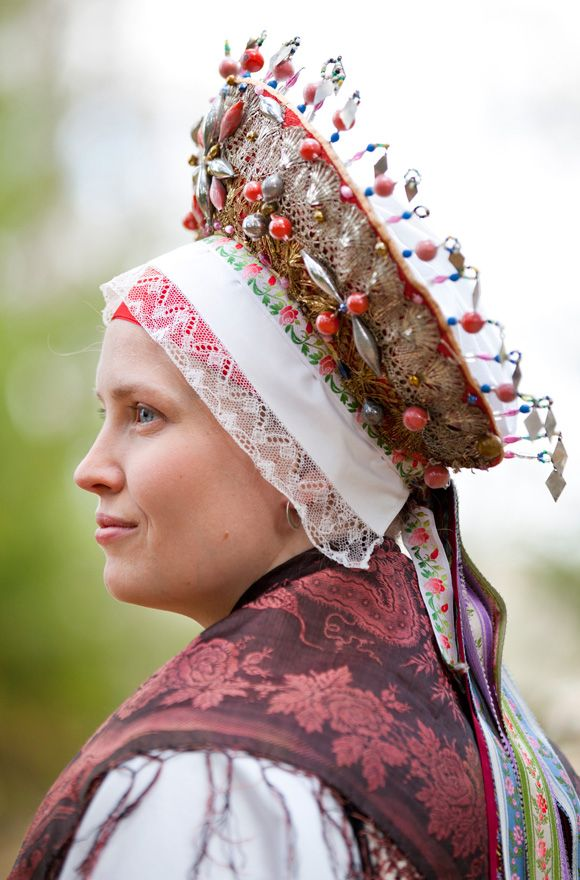 Bridal headdress from Malung, Dalarna, Sweden Photo by Laila Duran