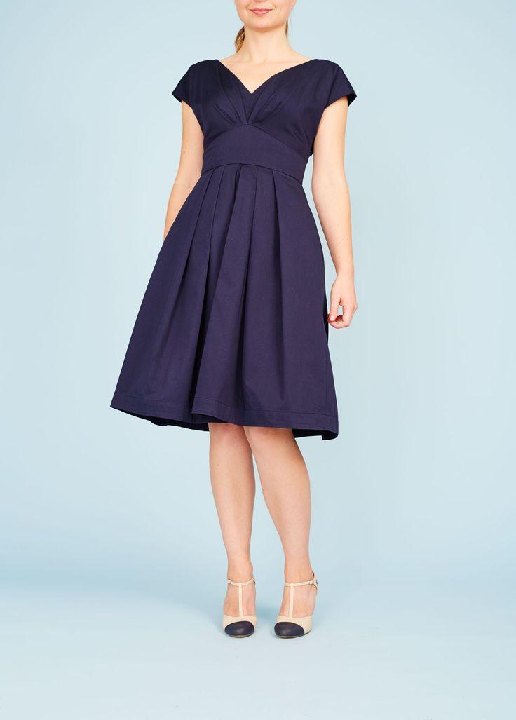 Mørkeblå 50'er kjole med lommer og læg