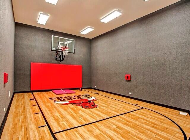 15 ideas for indoor home basketball courts indoor for Small basketball court