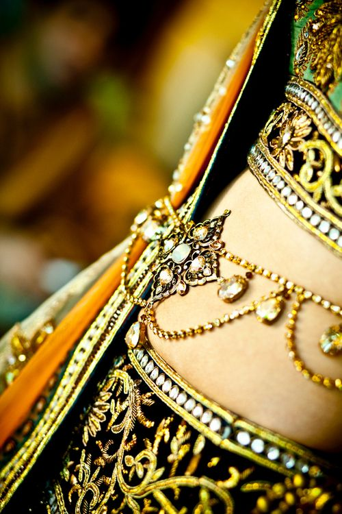 """sari belt  ^^^    I can't remember what the """"sari belt"""" is called in gujarati but its definitely not sari belt...!! But I love this."""