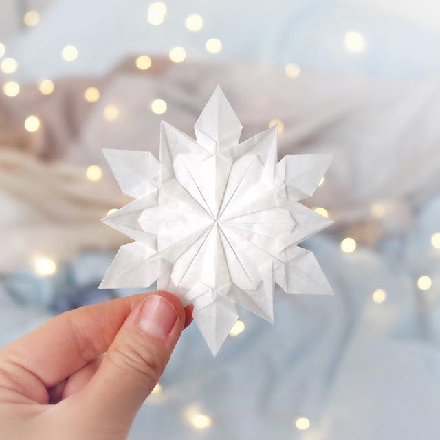 折り紙の雪の結晶の簡単作り方!アナ雪の飾りができる!切り絵