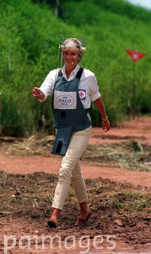 PA NEWS : 15/1/97 : DIANA, PRINCESS OF WALES, WALKS THROUGH A MINEFIELD IN ANGOLA DURING HER VISIT TO SEE THE WORK OF THE BRITISH RED CROSS. PHOTO BY JOHN STILLWELL