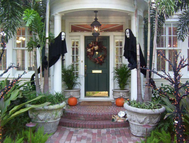 the best 35 front door decorations for this halloween - Best Halloween Decorating Ideas