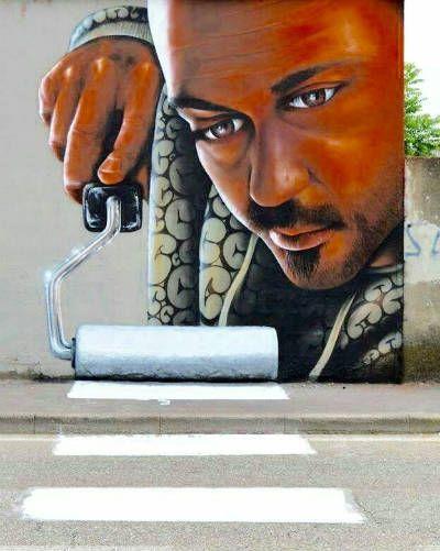 Presentiamo la nostra galleria di immagini di murales (espressione di arte grafica sui muri) ed esempi di Street art (arte dinamica e figlia di paradossi)