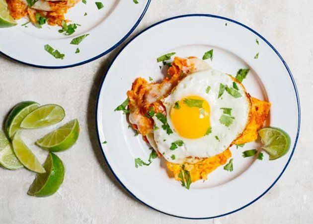 Chilaquiles with fried eggs and tomato sauce - super easy recipe for ...