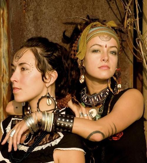 Gorgeous musicians 'Rising Appalachia'. I love their look here (especially the headscarf with beads and semicircle forehead lines), earthy godesses!
