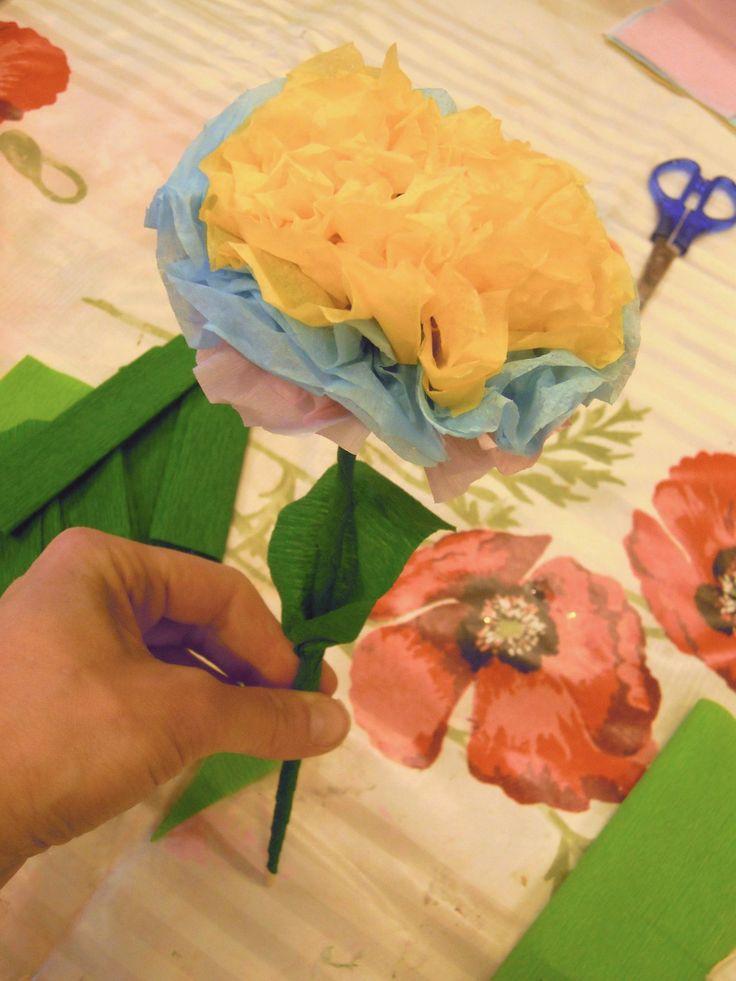 Ecco alcuni fiori realizzati ieri al laboratorio... - Creando si cresce e crescendo si crea
