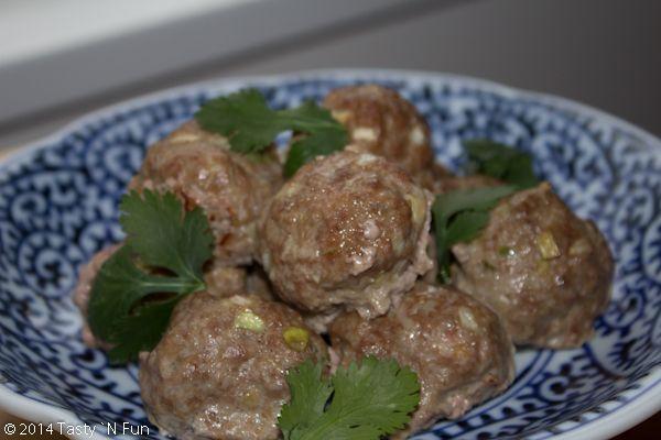 Asian Style Baked Meatballs http://www.tastynfun.com/tasty-n-fun/2014/11/13/asian-style-baked-meatballs