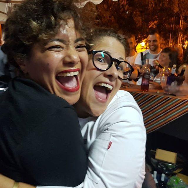 Existe una especie de química invisible y ausente que hace que dos personas se comprendan en su complejidad sin necesidad de hablar, Y esto mis amores me ha paso con la mismísima #topchef2017 #rakelcernicharo #magiapura #graciasporsertanespecial. Y como en mi se caracteriza la #bocona OBERTA a todo lo que da. 😂😂😂 Enhorabuena mi reina. Todo un placer conocerte 😍😙😍😙😍 #deestavoyparalatele #consonrisacolgate #😂 #bloggercubana #cubanosporelmundo #cubanblogger #AMICUBASITE  #sigueme…