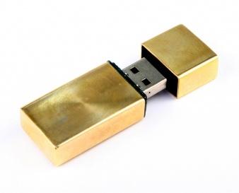USB flash disky jsou oblíbeným a praktickým firemním dárkem. Jsou totiž výborným nosičem reklamy, který je neustále na očích. Kovové USB flash disky jsou klasické a elegantní. Vyrobíme vám kovový USB disk libovolného tvaru i designu, v různých kapacitách a provedeních.